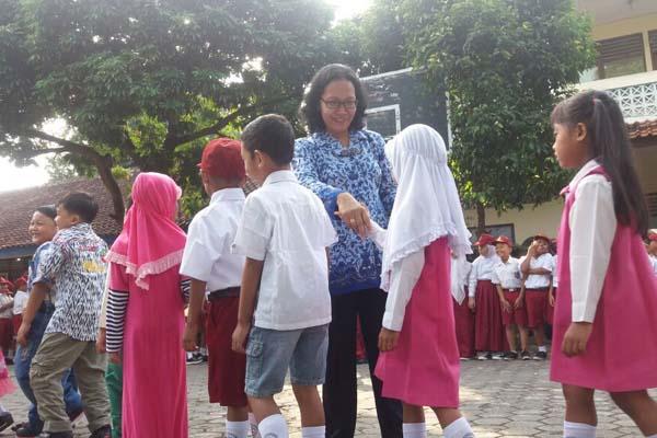sdn-nogopuro-salaman-siswa-guru