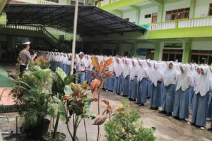POLRES Kabupaten Karanganyar Melakukan sosialisasi kenakalan remaja di SMK Muhammadiyah 2 Karanganyar